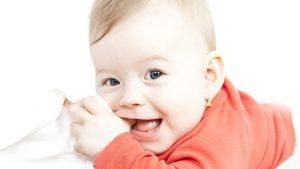 succion du pousse, Bébé qui suce son pousse | Clinique Soie