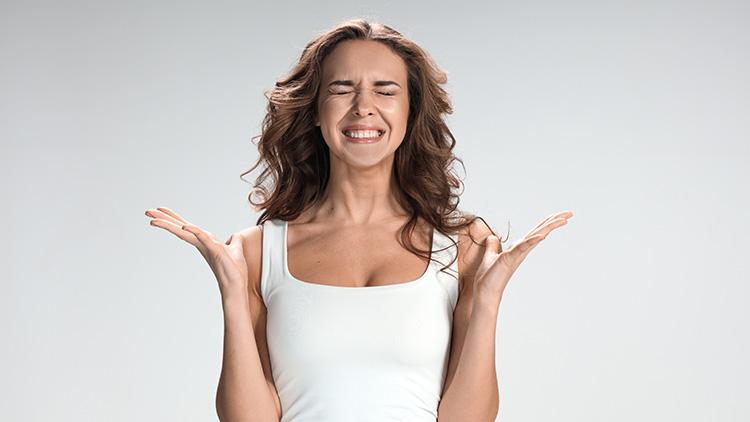 serrement des dents chez une femme | Clinique Soie