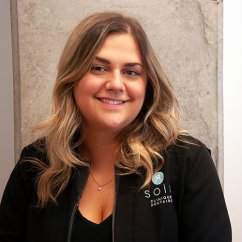 Charlotte , Hygiéniste dentaire Soie Clinique dentaire Montréal >