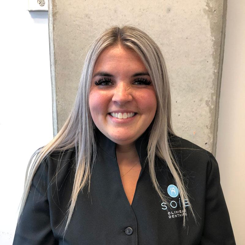 Stefani , Assistante | Soie Clinique dentaire Montréal